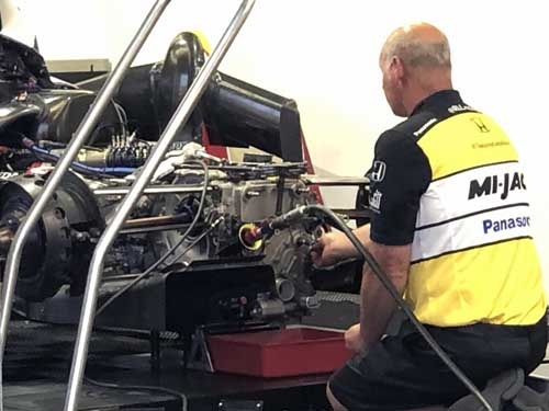 こちらが佐藤琢磨選手の駆る30号車。もちろんエンジンはホンダを搭載している。