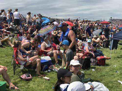 レースを見ないで飲んでばかりの人もいる。