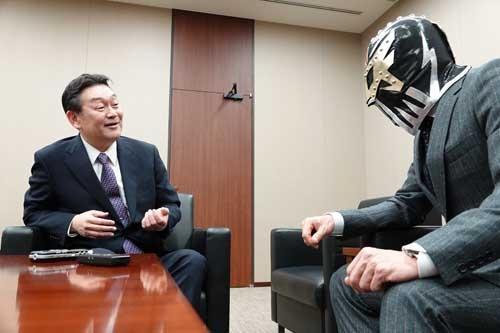 トヨタ自動車 Mid-size Vehicle Company MSZデザイン領域統括部長、佐伯禎一さん(写真左)