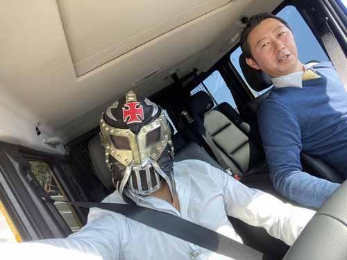 そして車内はこんな感じ。西さん、私の運転が信用ならず引きつっておられます。
