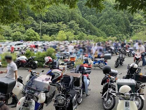いや壮観壮観。バイク乗りの聖地とはよく言ったものです。