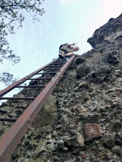 軽いハイキングと聞いていたのですが、鎖場や梯子も多く、非常に厳しい登山でありました。10年ぶりくらいに引っ張り出した登山靴でしたが、幸いなことに登山中に加水分解でバラバラになることはありませんでした。