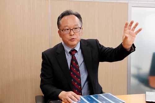 完成車開発統括部 車両規格管理部 LPL シニアチーフエンジニア、青木仁さん