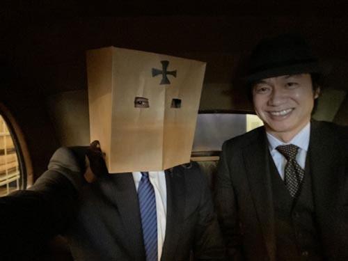 鎌倉アンティークス代表の土橋正臣さんは、英国好きが高じてロンドンタクシーを10台も買い揃えてしまったガチ変態。この写真もロンドンタクシーの後部座席で撮りました。