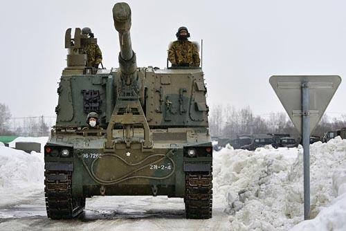 99式自走155mmりゅう弾砲。車体は三菱重工業が、主砲と砲塔は日本製鋼所が開発を担当している。