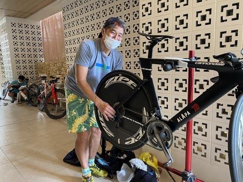 他のチームに帯同されていた「San Diego triathlon room」の伊谷 健治さん。親切にバイクを見てくださいました。