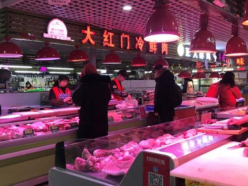 ローカルスーパーの肉売り場