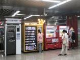 """""""キャッシュレス国家""""中国で、増える自販機、減るATM"""