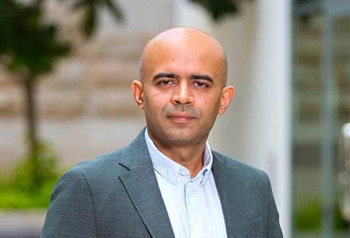 """<span class=""""fontBold"""">サミール・ハシジャ(Sameer Hasija)</span><br />仏INSEAD(インシアード)テクノロジーマネジメント教授<br />2007年、米ロチェスター大学でオペレーションマネジメントの博士号(Ph.D.)を取得。2008年にインシアード助教授、2020年から教授。2021年1月からエグゼクティブ教育部門の研究科長に就任。"""