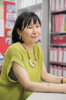 国士舘大学教授の鈴木江理子さん。移民政策、労働政策、人口政策などを専門とする社会学者だ。