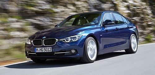 先代の3シリーズ。グリルは小さく、クローム調のモールは細く、新型に比べると全体的に控えめのデザインだ(写真:BMW)