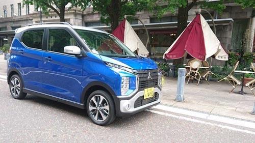 三菱自動車の新型軽自動車「eKクロス」。最近の三菱車に共通するフロントデザイン「ダイナミックシールド」を採用したのが特徴