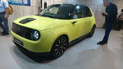ホンダが発売を予定する量産EV「Honda e」