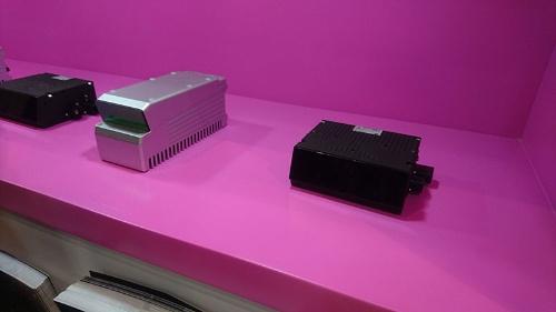 イスラエルInnoviz TechnologiesのLiDAR「InnovizOne」(右側)。2021年からBMWの次世代EV「iNEXT」に搭載される予定だ。