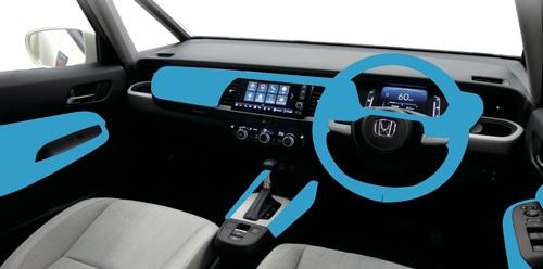 新型フィットのソフトパッドを使用した箇所。運転席と助手席の膝周りにソフト素材を使うのはこのクラスでは珍しい。(写真:ホンダ)