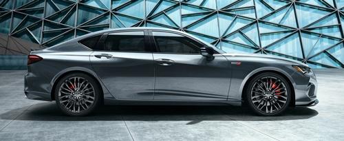 アウディ、ボルボと同様にFR車のプロポーションに近づけたホンダの新型「Acura TLX」