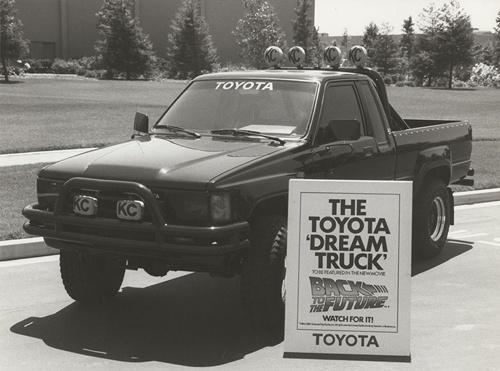 1985年公開の映画「バック・トゥ・ザ・フューチャー」で、主人公が憧れるクルマとして登場したトヨタの「ハイラックス4×4 SR5 Xtra Cab」(写真:トヨタ自動車)