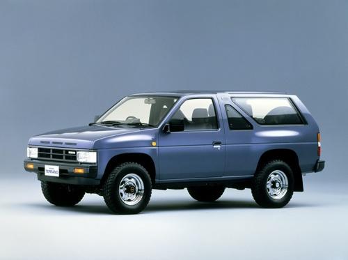 日産自動車の初代「テラノ」。ピックアップトラックのフレームの上に、ワゴンタイプのボディーをかぶせたもの。SUVのはしりの1台となった(写真:日産自動車)