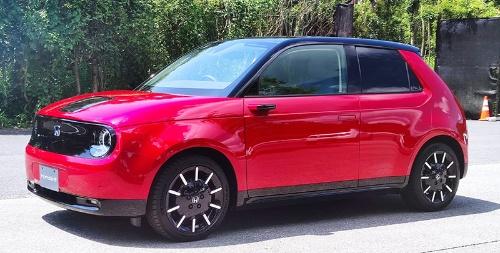 ホンダが10月30日に発売する初めて量産EV「Honda e」。すでに初回予約分は完売という(写真:筆者撮影)