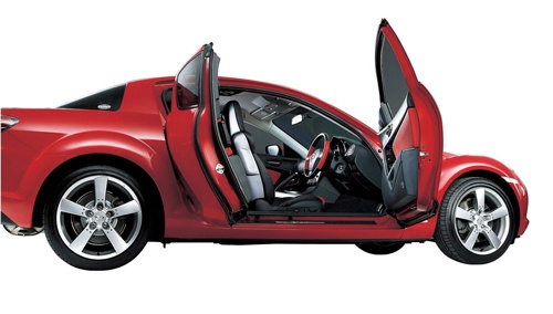 フリースタイルドアを採用していた、かつてのロータリーエンジン・スポーツカー「RX-8」(写真:マツダ)
