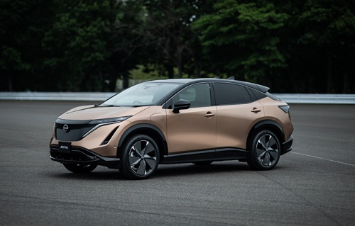 日産自動車が2021年に発売する予定の新型電気自動車(EV)「アリア」(写真:日産自動車)