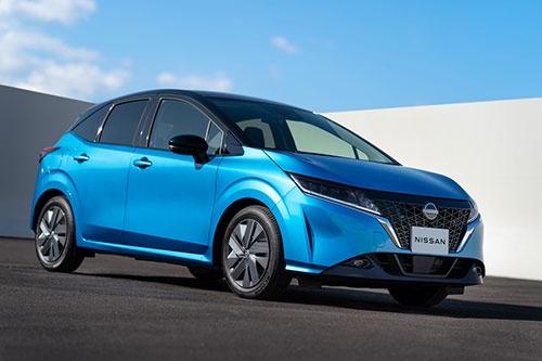 """2020年12月末に発売された日産自動車の新型「ノート」。今回は試乗したのが""""私物""""だったので外観は日産の広報写真でご容赦いただきたい(写真:日産自動車)"""