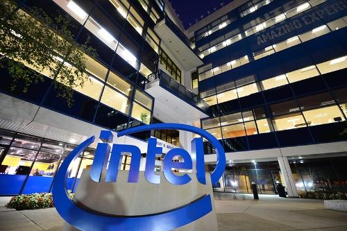 世界最大の半導体メーカーであるインテルはファウンドリー事業への本格参入を発表した(写真:インテル)