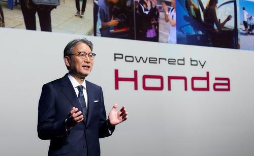 2021年4月にホンダ社長に就任した三部敏宏氏の会見の様子(写真:ホンダ)