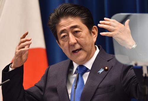 消費増税の延期を表明する安倍首相。撮影は2016年6月(写真:AFP/アフロ)