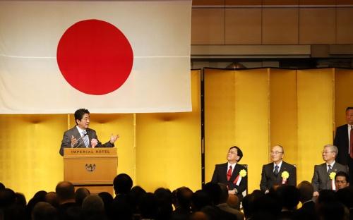 経済3団体新年祝賀パーティーでスピーチする安倍晋三首相(写真=つのだよしお/アフロ)