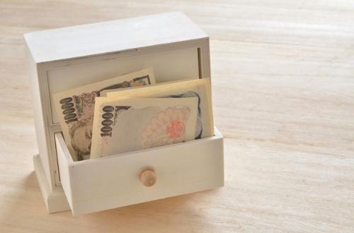 現金で日本人のタンスがパンパン!(写真=PIXTA)