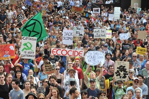 オーストラリアでは気候変動対策を求めるデモも開かれた(写真:AFP/アフロ)