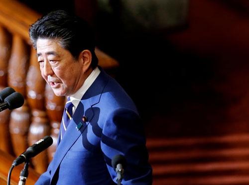 第201通常国会で施政方針演説をする安倍晋三首相(写真:ロイター/アフロ)
