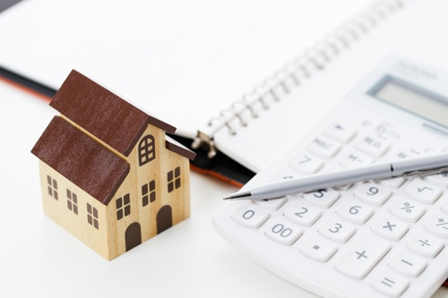 筆者は住宅ローン金利で苦い思い出が……(写真:PIXTA)