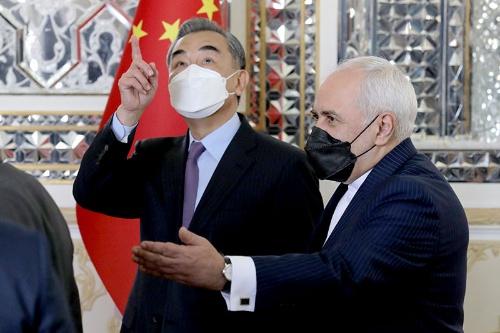 3月下旬、中国の王毅国務委員兼外相がイランを訪問(写真:AP/アフロ)