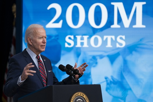 バイデン米大統領の就任で、世界のパワーバランスに変化が(写真:AP/アフロ)
