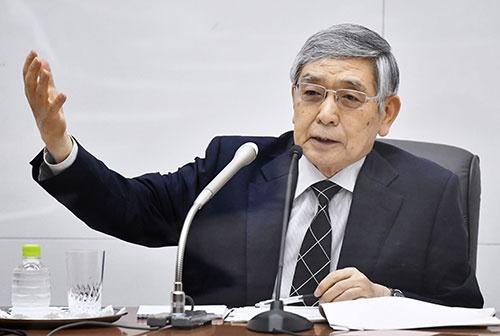 2021年6月18日、金融政策決定会合を終え記者会見する日本銀行の黒田東彦総裁(写真:共同通信)