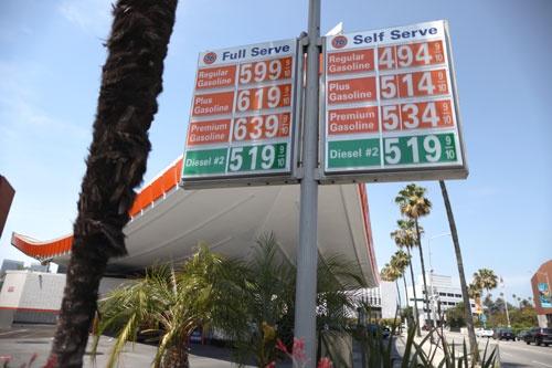 米国ではガソリン価格が高騰している(写真:ロイター/アフロ)