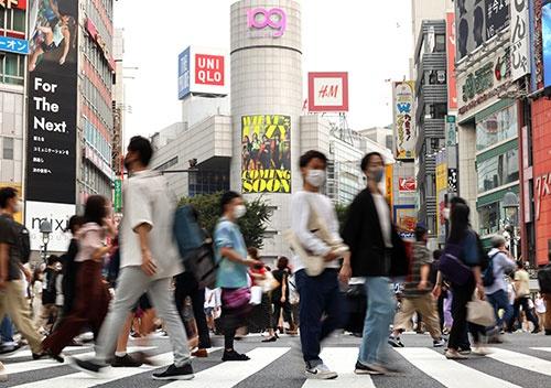 緊急事態宣言下、日本経済には試練が続く(写真:つのだよしお/アフロ)