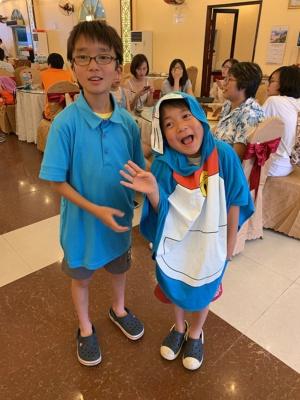 ベトナムの子会社訪問では、懇親パーティーにも子どもたちを連れて行った