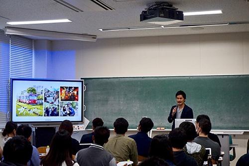 2018年10月に開催した第2回起業部の様子。APU卒業生たちが、起業部のメンバーに話をした