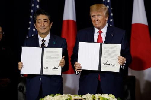 日米貿易交渉の合意内容は本当に双方にメリットがある「ウィン・ウィン」と言えるのだろうか(写真:AP/アフロ)