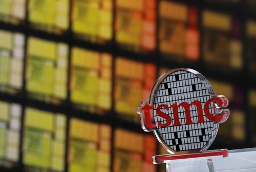 台湾の半導体大手、台湾積体電路製造(TSMC)は米国に半導体工場を建設する(写真:ロイター/アフロ)