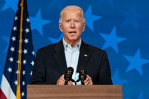 大統領選で国民に忍耐を呼び掛けるバイデン氏(写真:AP/アフロ)