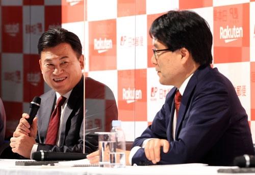 楽天は日本郵政と中国テンセントから出資を受け入れることを発表したが…(写真:つのだよしお/アフロ)
