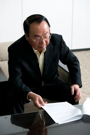 1946年秋田県生まれ。山形大学を卒業後、70年に伊藤忠商事に入社。畜産部長や関連会社プリマハム取締役を経て、99年に食料部門長補佐兼CVS事業部長に。2000年5月にファミリーマートに移り、2002年に代表取締役社長に就任。2013年に代表取締役会長となり、ユニーグループとの経営統合を主導。2016年9月、新しく設立したユニー・ファミリーマートホールディングスの代表取締役社長に就任。2017年3月から同社取締役相談役。同年5月に取締役を退任。趣味は麻雀、料理、釣り、ゴルフ、読書など。料理の腕前はプロ顔負け。2019年5月末に相談役を退任。(写真:的野弘路)