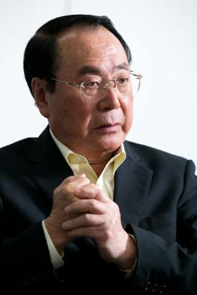 1946年秋田県生まれ。山形大学を卒業後、70年に伊藤忠商事に入社。畜産部長や関連会社プリマハム取締役を経て、99年に食料部門長補佐兼CVS事業部長に。2000年5月にファミリーマートに移り、2002年に代表取締役社長に就任。2013年に代表取締役会長となり、ユニーグループとの経営統合を主導。2016年9月、新しく設立したユニー・ファミリーマートホールディングス(現ファミリーマート)の代表取締役社長に就任。2017年3月から同社取締役相談役。同年5月に取締役を退任。趣味は麻雀、料理、釣り、ゴルフ、読書など。料理の腕前はプロ顔負け。2019年5月末に相談役を退任。(写真:的野弘路)