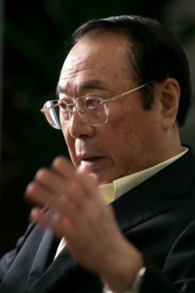 1946年秋田県生まれ。山形大学を卒業後、70年に伊藤忠商事に入社。畜産部長や関連会社プリマハム取締役を経て、99年に食料部門長補佐兼CVS事業部長に。2000年5月にファミリーマートに移り、2002年に代表取締役社長に就任。2013年に代表取締役会長となり、ユニーグループとの経営統合を主導。2016年9月、新しく設立したユニー・ファミリーマートホールディングス(現ファミリーマート)の代表取締役社長に就任。2017年3月から同社取締役相談役。同年5月に取締役を退任。趣味はマージャン、料理、釣り、ゴルフ、読書など。料理の腕前はプロ顔負け。2019年5月末に相談役を退任。(写真:的野弘路)