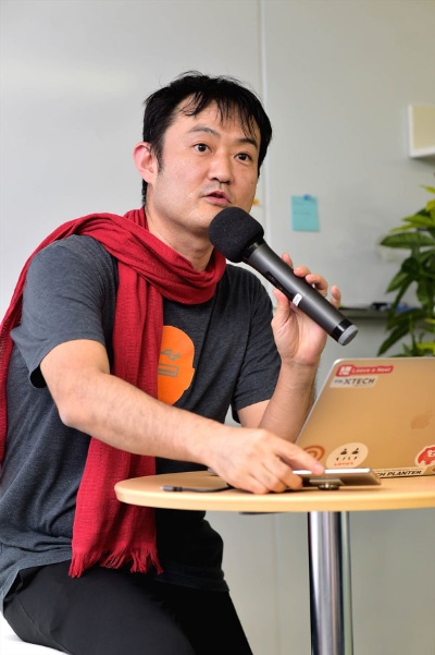 """<span class=""""fontBold"""">尾原和啓(おばら・かずひろ)</span><br/ >1970年生まれ。京都大学大学院修了。マッキンゼー・アンド・カンパニーを経て、NTTドコモのiモード事業立ち上げ支援、リクルート、グーグル、楽天などで数々の事業を手がける"""