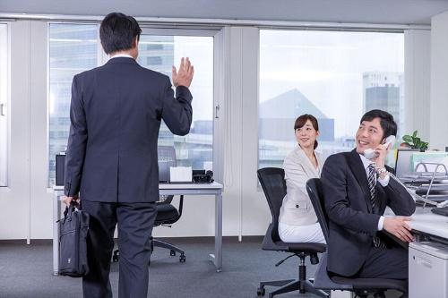とりわけ出社時と退社時、部下への声がけが大切だ(写真=PIXTA)